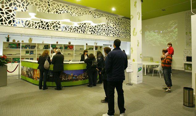 Las 41 oficinas de turismo vascas se preparan para vender for Xxx en la oficina